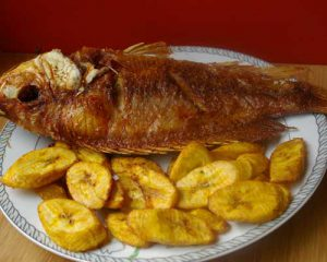 Fisch mit Kochbananen